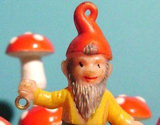 Big red gnome-sm