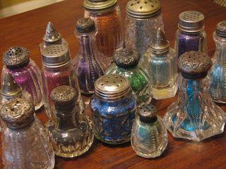 2peas-vintage-salt-shakers