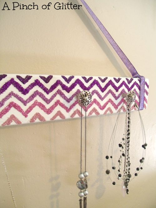 Glittered-chevron-necklace-holder-4