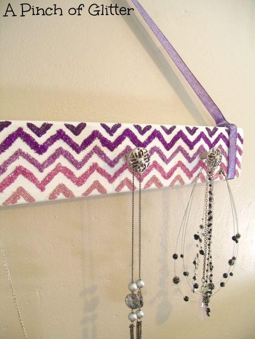 Glittered-chevron-necklace-holder-4