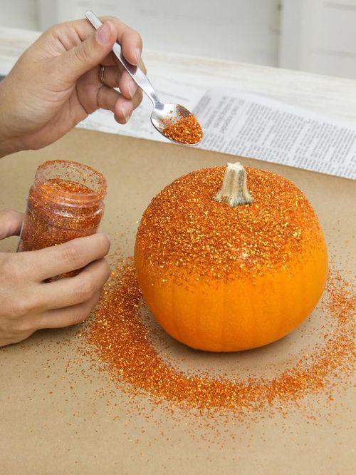 Original_Layla-Palmer-Halloween-Glitter-Pumpkins-Step4_s3x4_lg