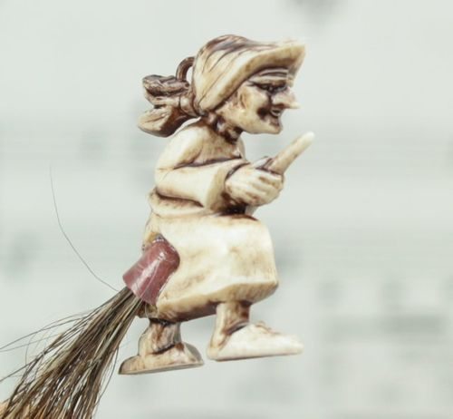 Witch on Broom - 204-2-069 - 02